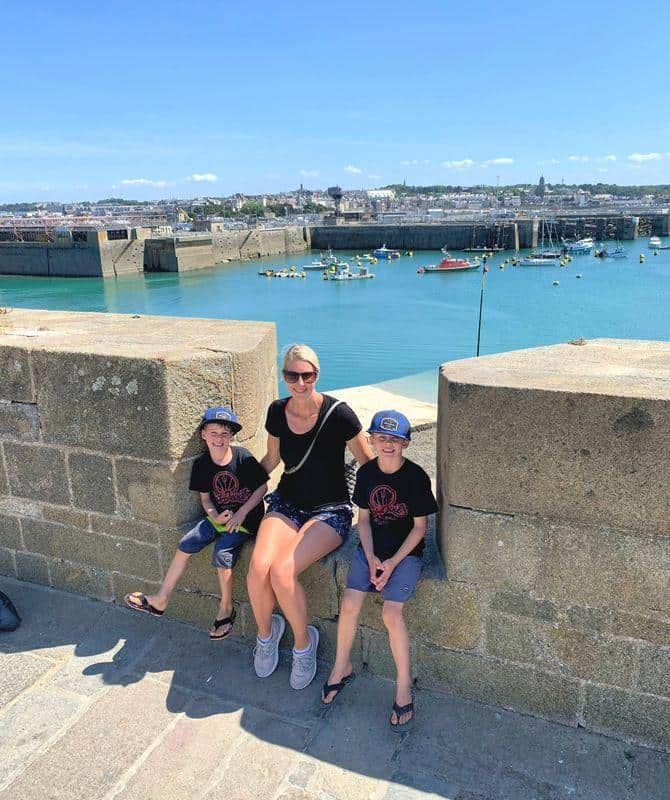 family on st malo rampars