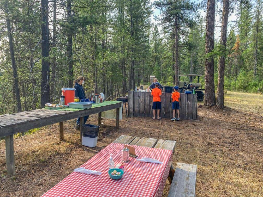 outdoor breakfast at three bars guest ranch