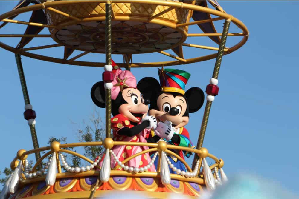 mickey and minnie mouse in balloon